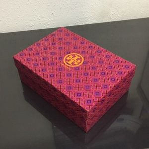 Tory Burch shoes empty box